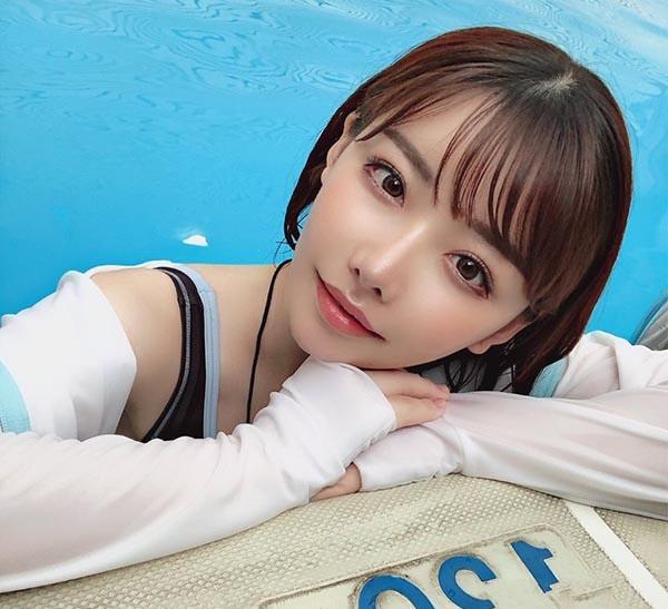 深田えいみ现身「那个泳池」化身爆乳救生员能被这样巨乳波动溺死也甘愿啊!