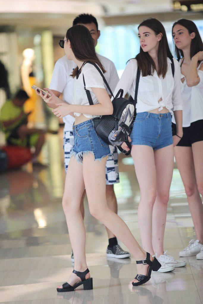 满屏美女大长腿手机壁纸 满屏诱惑美女大长腿