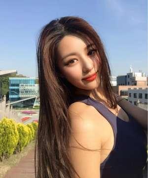 韩国网红模特ulael 身材火辣气质迷人
