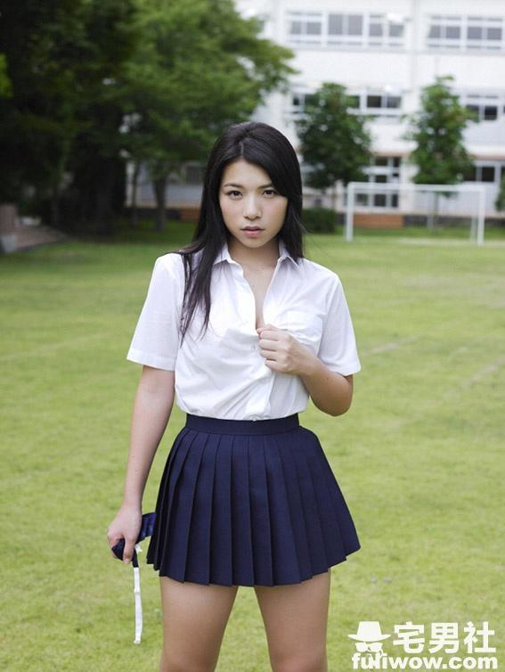 现役最胸女高中生《芹沢润》17岁大秀F奶