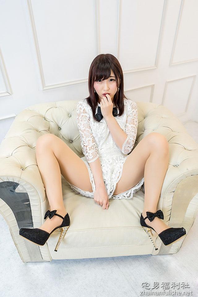 暗黑界萌萌美少女「色心大发」!写真展后「撩裙露臀」化身肉欲小公主!